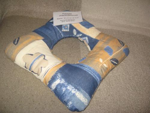 Poduszka przeciwodleżynowa do siedzenia z otworem