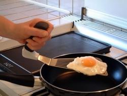 Łopatka kuchenna z funkcjonalnym uchwytem