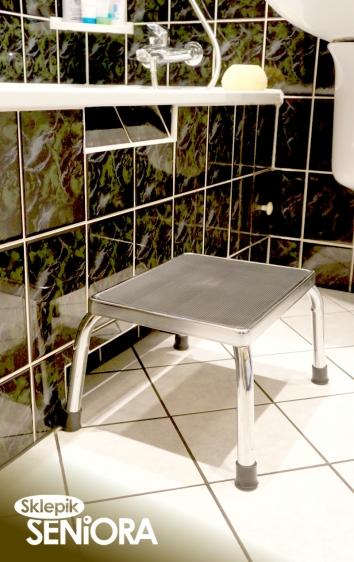 Taboret łazienkowy możemy służyć jako stopień do wanny ułatwiający samodzielne wchodzenie i wychodzenie osobie niepełnosprawnej lub osobie starszej o ograniczonej ruchomości.